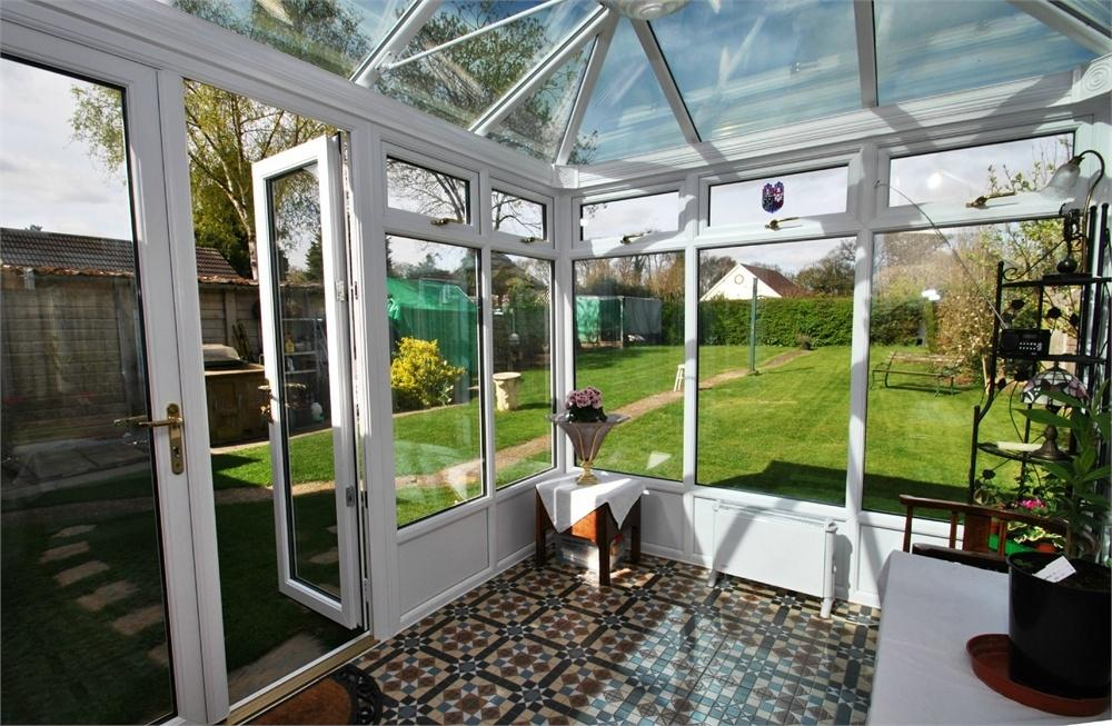 2 Bedrooms Detached Bungalow for sale in New Road, Gosfield, Halstead, Essex
