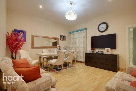 3 bedroom terraced house - Saxton Street, Gillingham