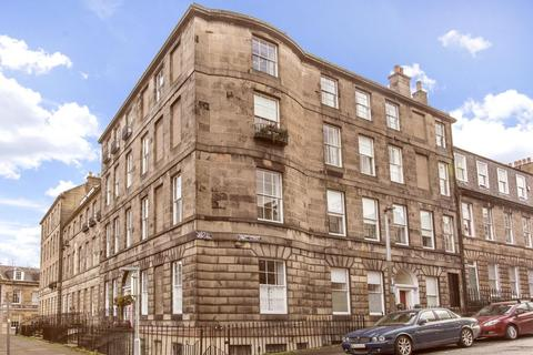 3 bedroom flat - 15/1 Hart Street, New Town, EH1 3RN