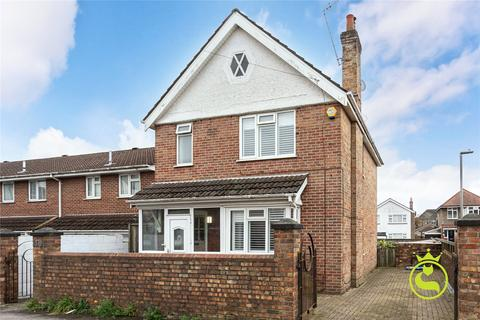 3 bedroom detached house to rent - Woking Road, Poole, BH14
