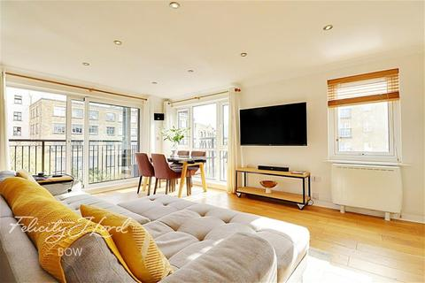 2 bedroom flat to rent - Tramway Court, E1