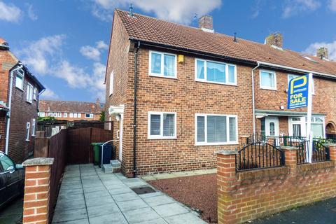 3 bedroom terraced house for sale - Rugby Gardens, Wrekenton, Gateshead, Tyne and Wear, NE9 7JX