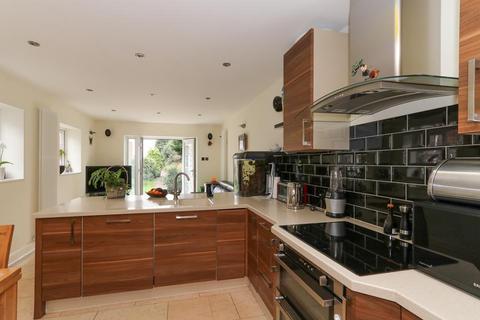 2 bedroom flat to rent - St. Andrews Square, Surbiton KT6