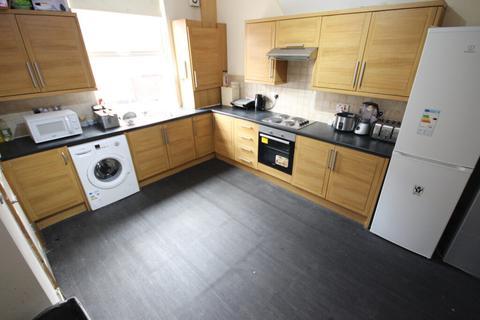 6 bedroom house share to rent - Edinburgh Road, Armley, Leeds, LS12 3RW