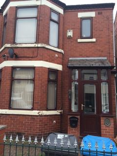 3 bedroom semi-detached house to rent - Trenant Road, M6