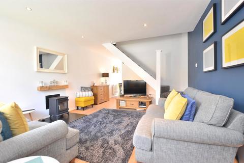 2 bedroom end of terrace house to rent - Darenth Way, Horley, Surrey, RH6