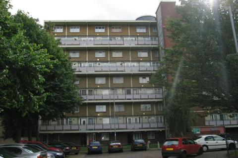 2 bedroom flat to rent - Wadham House, College Close, London
