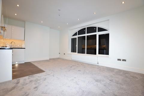 2 bedroom apartment - Chertsey Road, Woking
