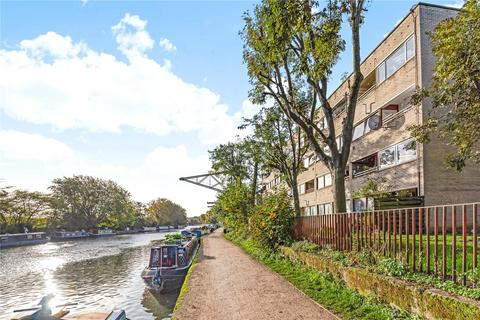 2 bedroom flat for sale - Maple Close, Stamford Hill, London, N16