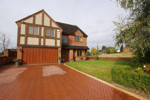 5 bedroom detached house for sale - Grange Court, Hixon