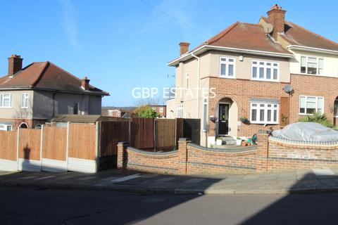 3 bedroom semi-detached house for sale - Silvermere Avenue, Collier Row
