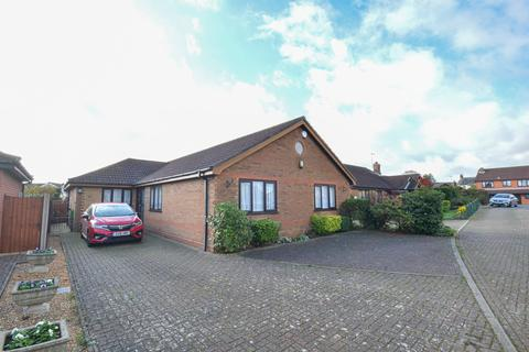 4 bedroom detached bungalow for sale - Bell Meadow, Martham