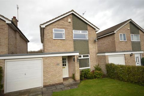 3 bedroom detached house for sale - Silverdale Avenue, Guiseley, Leeds, West Yorkshire