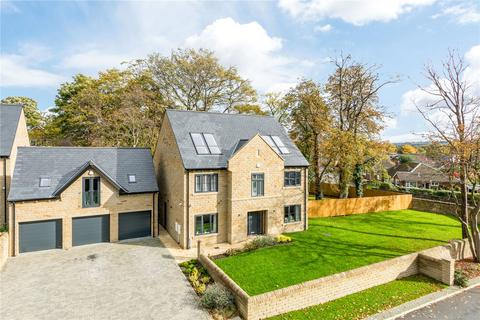 6 bedroom detached house for sale - Knowl Park Gardens, Mirfield, West Yorkshire
