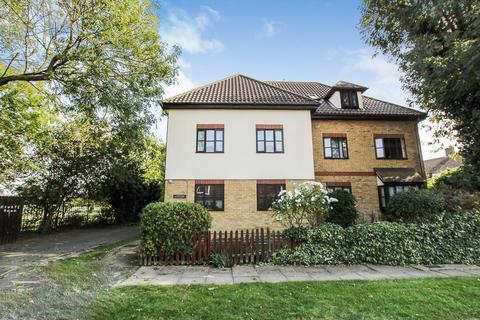 2 bedroom flat for sale - Hillcrest Court, Romford, Essex, RM5 3HB