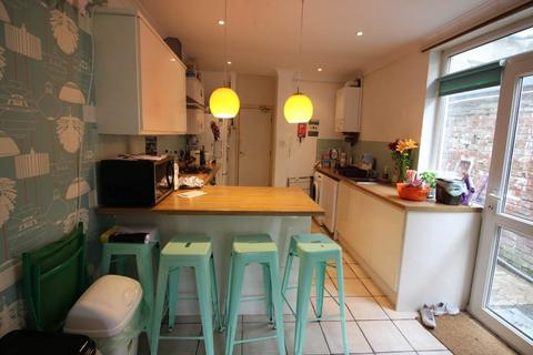 6 bedroom house to rent - City Road, Roath, Cardiff