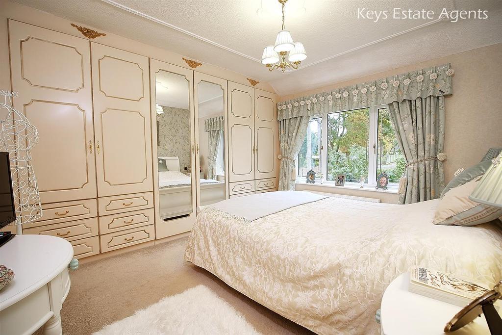Bed2 Ang1.jpg