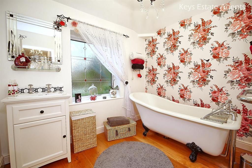 Bathroom Ang1.jpg