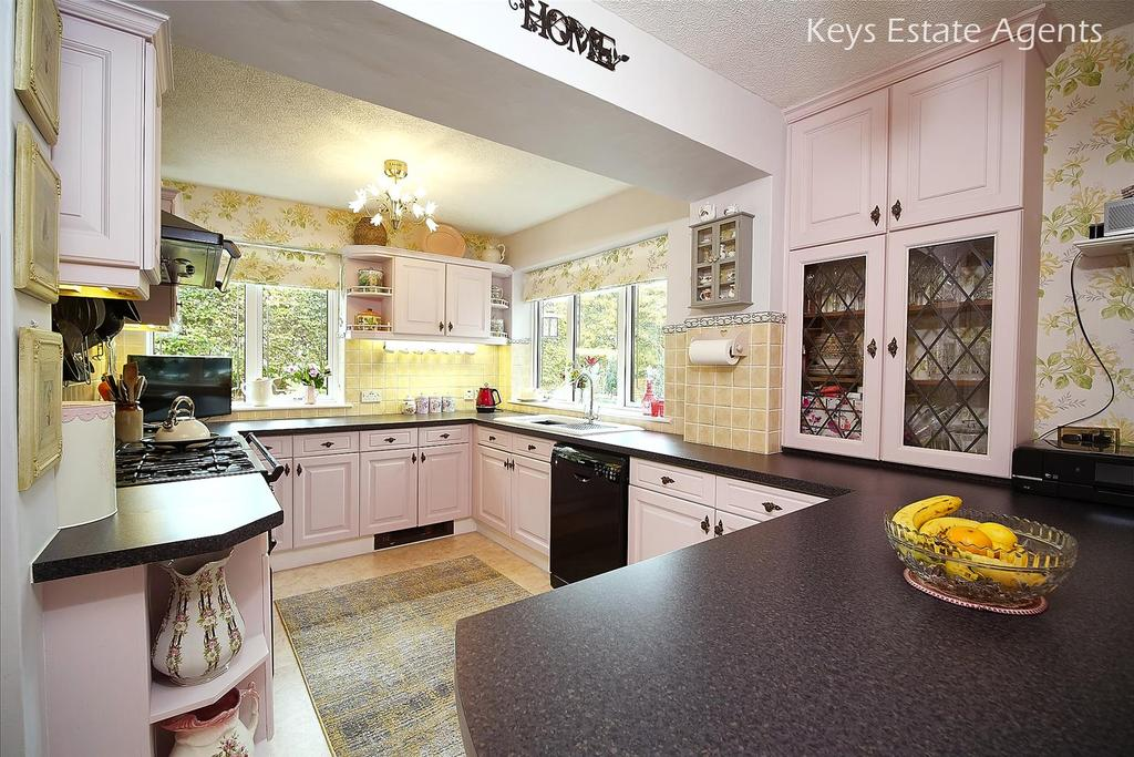 Kitchen Ang2.jpg