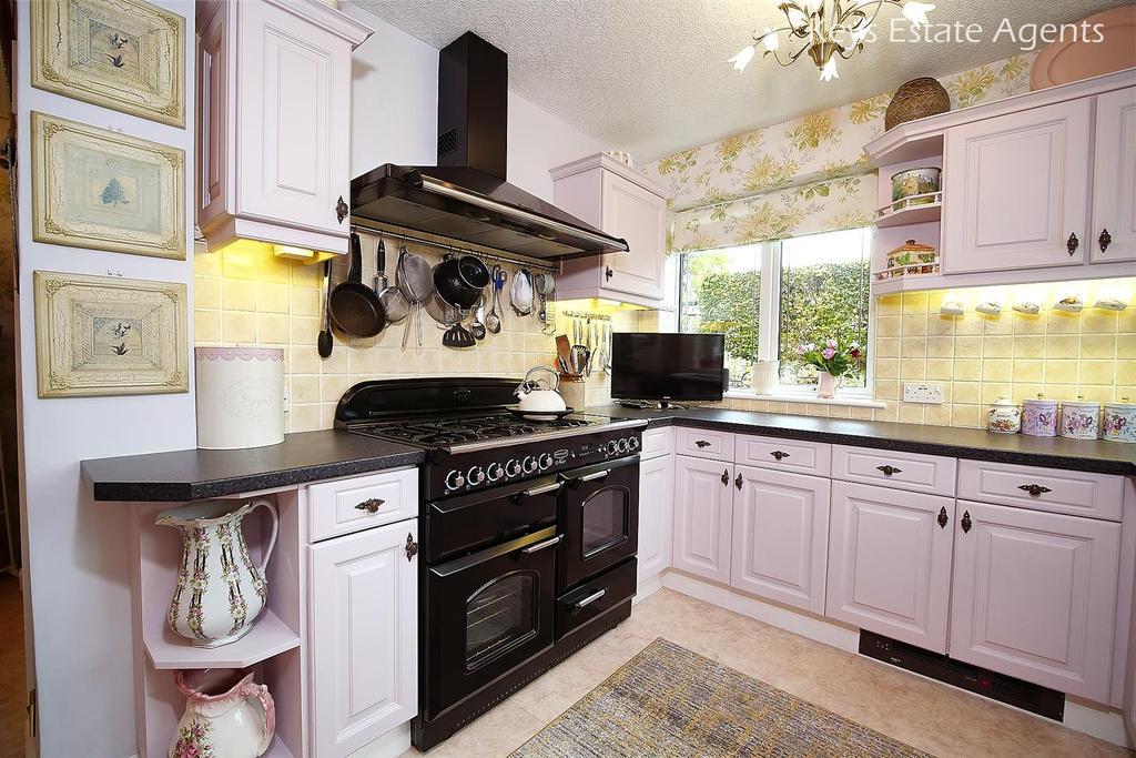 Kitchen Ang4.jpg
