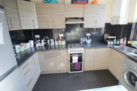 4 bedroom terraced house to rent - *£120PPPW* Harlaxton Drive, NOTTINGHAM NG7