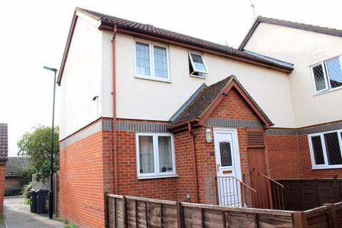 3 bedroom terraced house to rent - Grasmere Close, Feltham