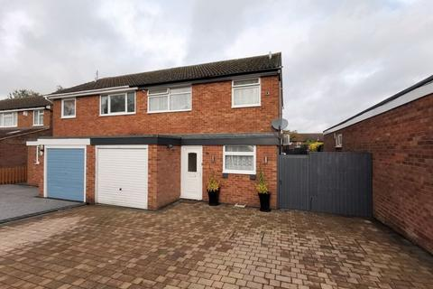 3 bedroom semi-detached house for sale - Avon Place, Aylesbury