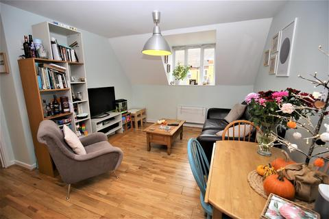 2 bedroom apartment for sale - Hawkes Way, Maidstone