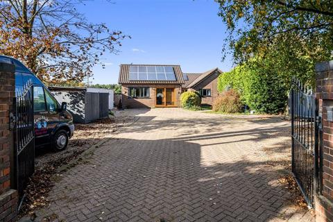 6 bedroom detached bungalow for sale - Charing Hill, Charing, Ashford