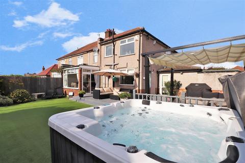 5 bedroom semi-detached house for sale - Coniston Close, Barnehurst