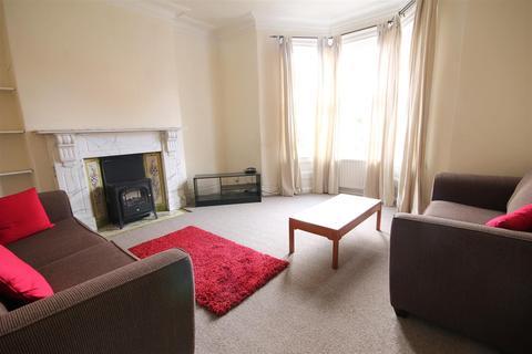 5 bedroom terraced house to rent - Simonside Terrace, Heaton