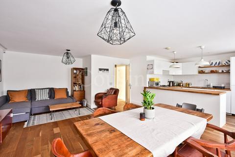 2 bedroom flat for sale - Edgecot Grove, London, N15