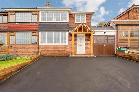 3 bedroom semi-detached house for sale - Waverley Crescent, Lanesfield, Wolverhampton, WV4 6PS