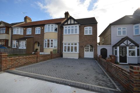 3 bedroom semi-detached house for sale - Marshalls Drive, Romford, Essex, RM1