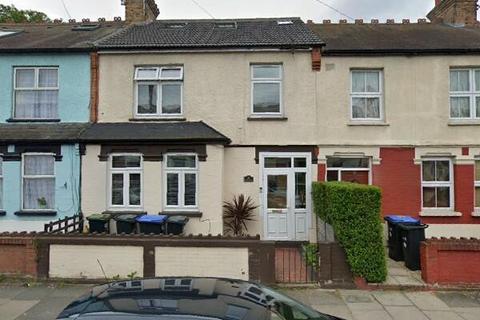 4 bedroom terraced house to rent - Kingsway, Enfield, Greater London, EN3