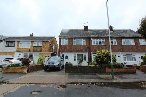 3 bedroom terraced house to rent - Plough Rise, Upminster, Essex, RM14
