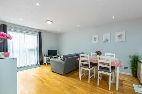 2 bedroom flat for sale - Burghley Hall Close, Southfields