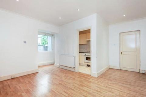 3 bedroom flat - Selhurst Road, South Norwood SE25