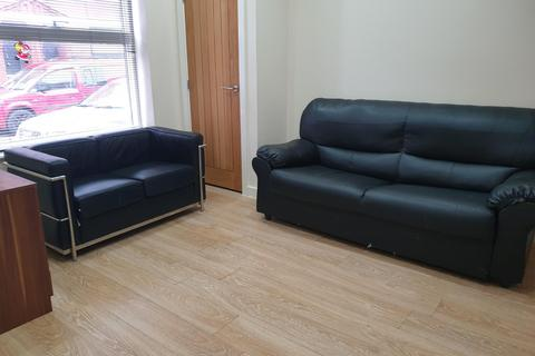 3 bedroom terraced house to rent - Rosebery Street, M14 4UX