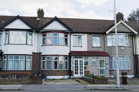 4 bedroom terraced house to rent - Aldborough Road South, Seven Kings, London IG3