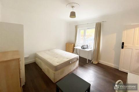 3 bedroom terraced house to rent - Amiel Street, Stepney Green, London, E1