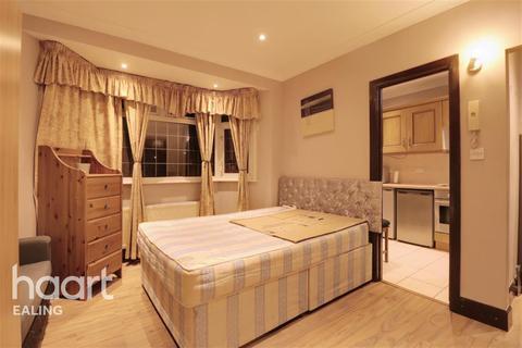 Studio to rent - Gunnersbury Lane, Acton, W3
