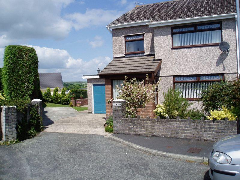 3 Bedrooms Semi Detached House for sale in Llanfairpwllgwyngyll
