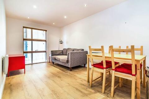 2 bedroom flat to rent - Gibbon Road, Kingston Upon Thames