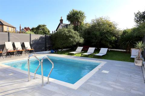 4 bedroom detached house - Ashbourne Road, Bournemouth, BH5