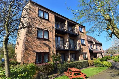2 bedroom flat - Heron Wharf, Castle Marina, Nottingham