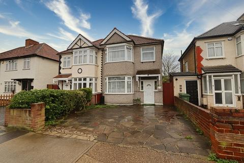 3 bedroom semi-detached house for sale - Redriff Road, Romford, RM7
