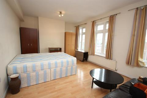 1 bedroom flat share to rent - Western Avenue, East Acton, London, W3 7TZ