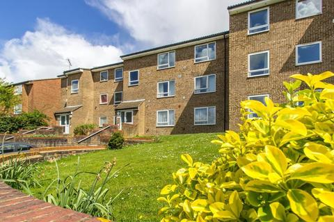 1 bedroom flat for sale - Montana Close, Sanderstead, CR2 0AT