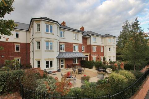 2 bedroom flat - Horsley Place, High Street, Cranbrook, Kent, TN17 3DH